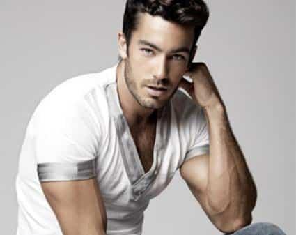 Aaron Diaz guapo