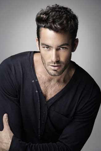 Aaron Diaz actor modelo guapo