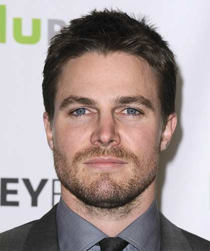 Stephen Amell guapo