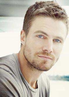 Stephen Amell guapos
