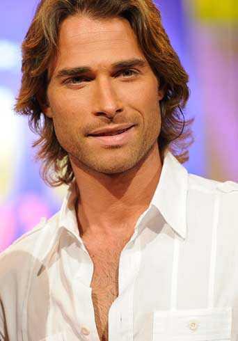 Sebastian Rulli guapo y sexy